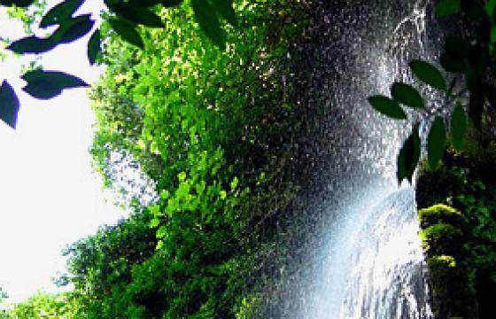 Suggestivo scorcio della cascata all'interno del Parco
