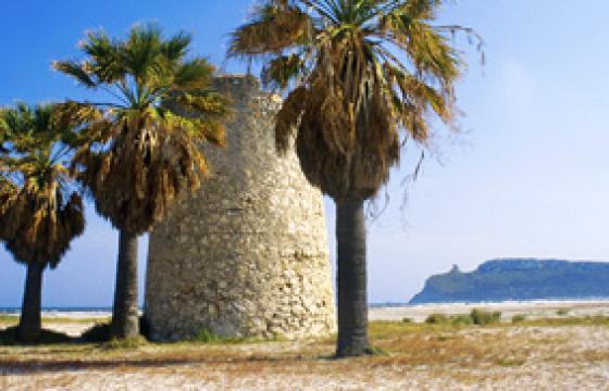 La torre spagnola del Poetto a Cagliari