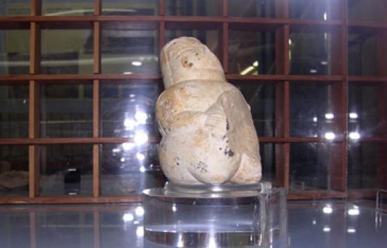 Civico Museo Archeologico e Paleobotanico: statuina di dea madre