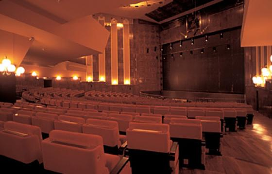 Cagliari, Teatro lirico: platea e proscenio
