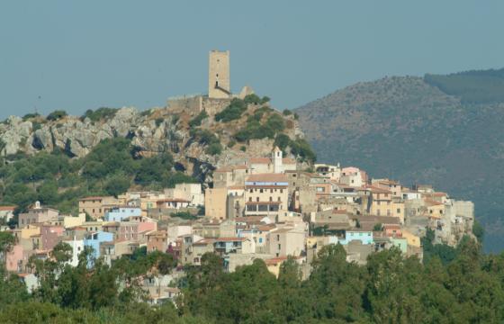 Posada, panoramica del paese con il castello
