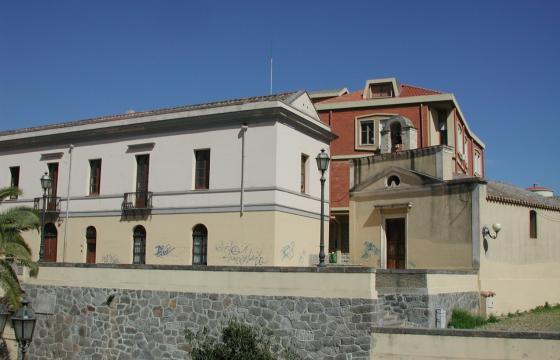 Serramanna, vecchio edificio municipale e chiesetta di San Sebastiano
