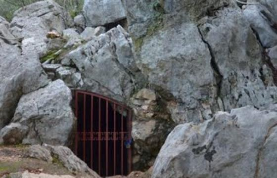 grotta corbeddu oliena