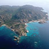 Isola di Santa Maria, il mare smeraldino di Cala Drappo