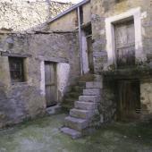 Tiana, caratteristico ingresso di una vecchia casa