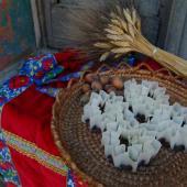 Belvì, cesto di caschettes e grembiule dell'abito tradizionale